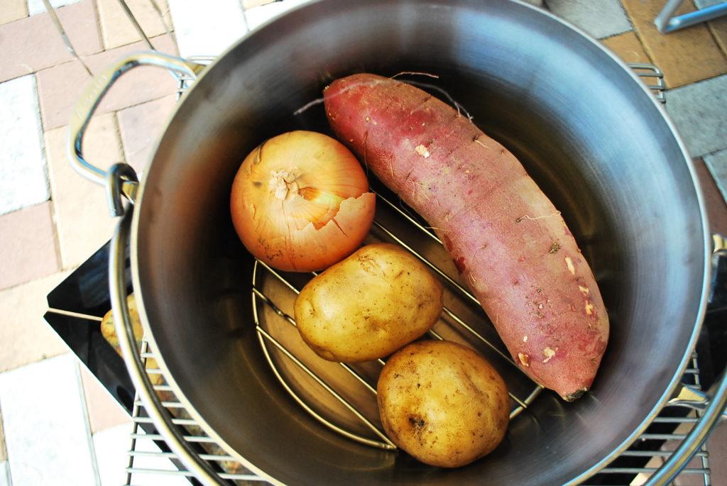ダッチオーブンで野菜の丸焼き!実はあの野菜は美味しくない!