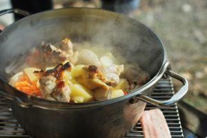 ダッチオーブンでシチュー作り!クックパッドの人気レシピに疑問